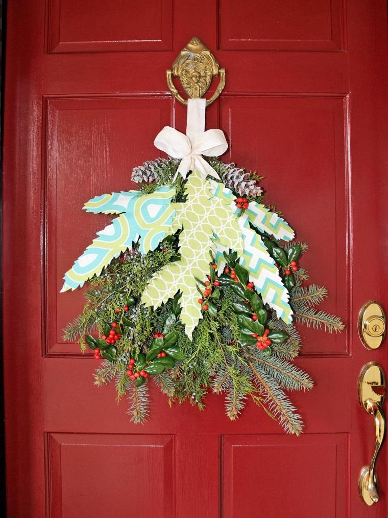 decoracion navidad puerta roja guirnalda ideas