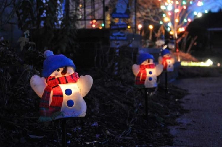 decoracion navidena luces hombres nieve exterior ideas