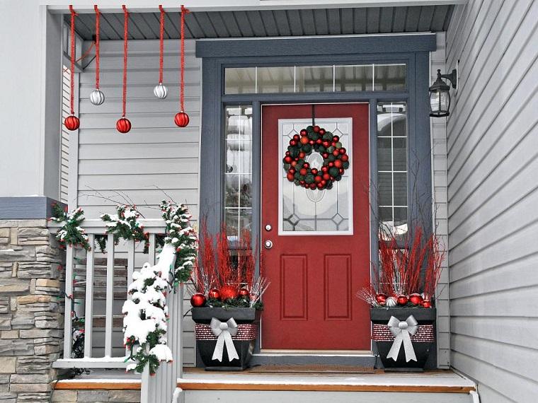 decorar habitacion navidad macetas negras entrada llenas bolas ideas