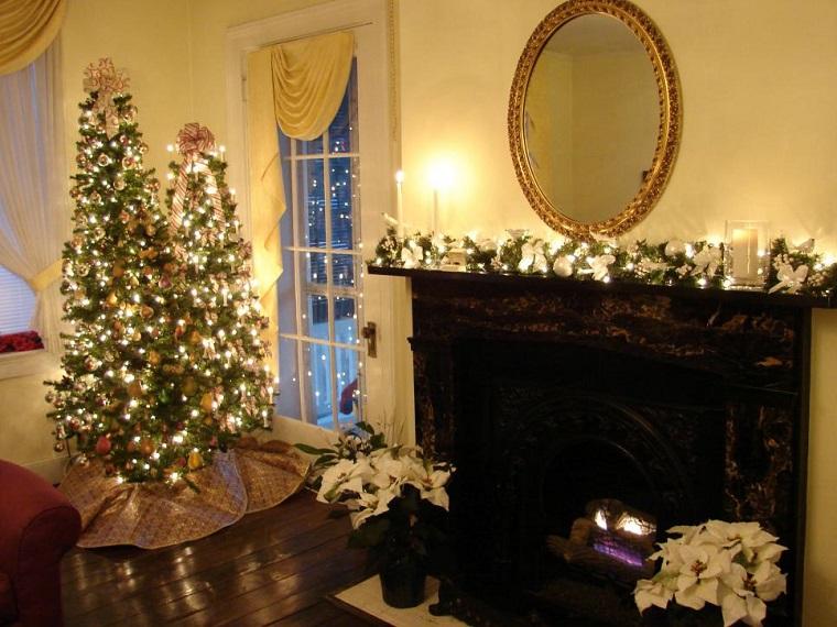 decorar habitacion navidad salon chimenea dos arboles ideas
