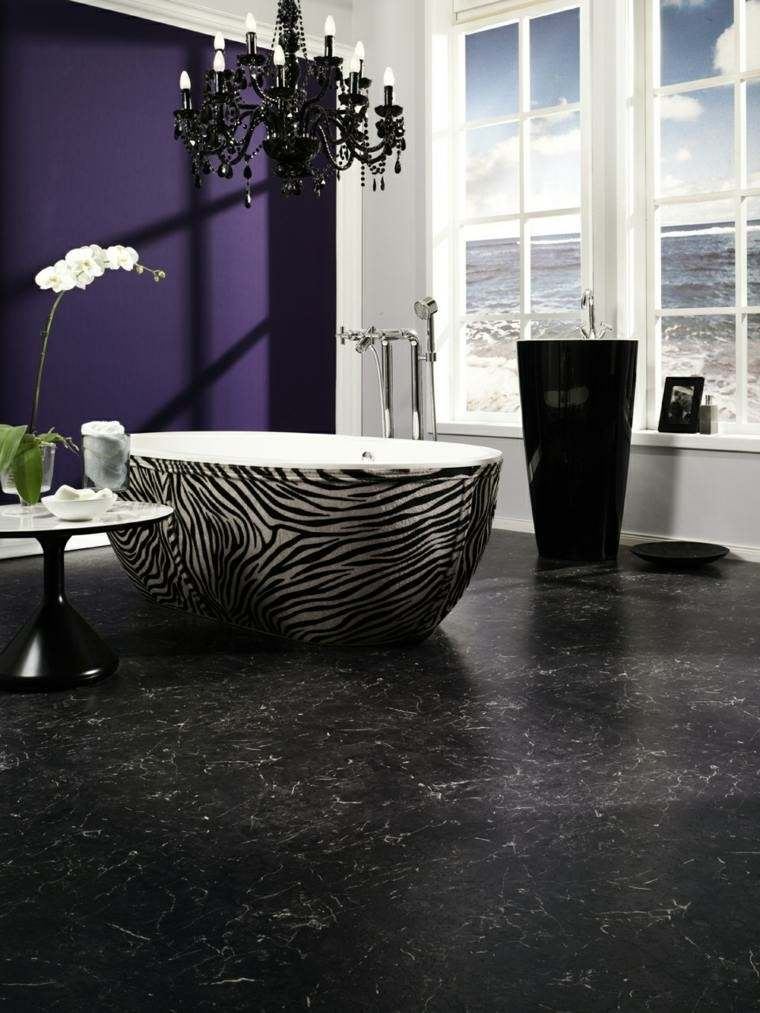 diseño baño moderno pared purpura