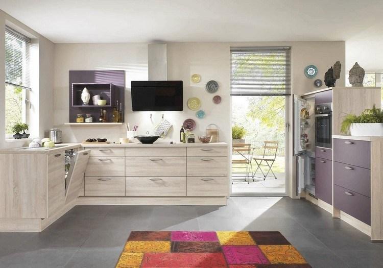 diseño cocina morado beige madera
