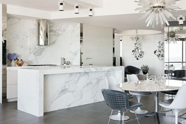 diseño de cocina moderna con isla de mármol