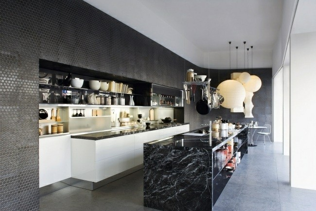 diseño cocina moderna pared negra