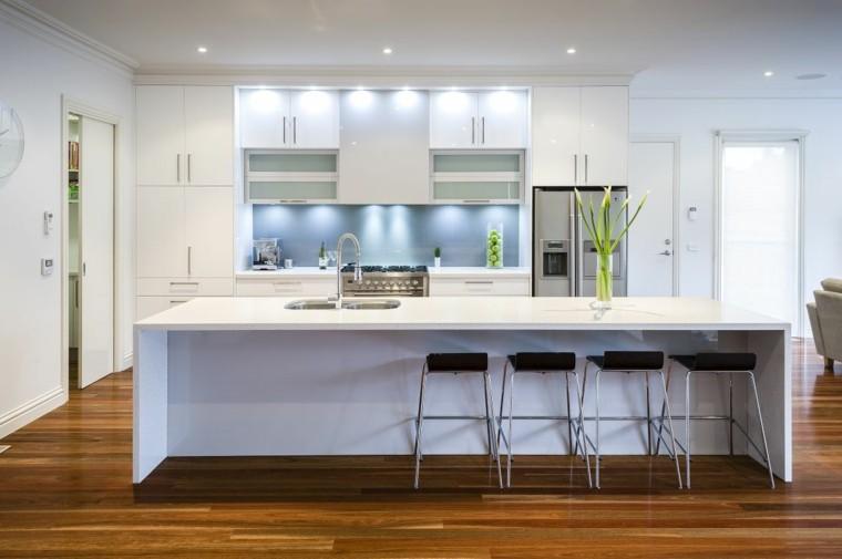 diseño cocinas blancas fregadero madera suelo