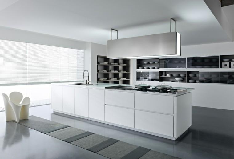 diseño cocinas blancas sendero alfombra marrona