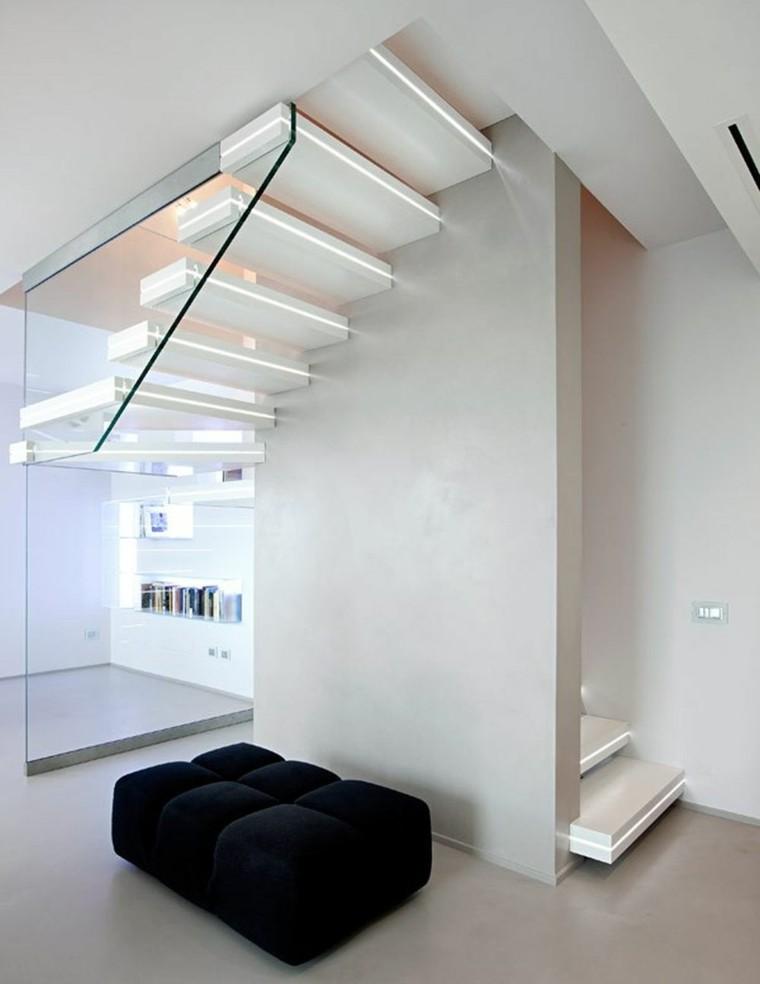 diseño escaleras suspendidas blancas