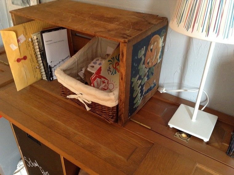 Muebles reciclados hechos con cajas de frutas - Mesas hechas con cajas de madera ...