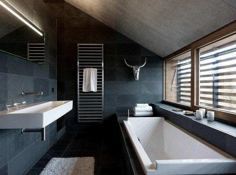 diseño baño tonos azules oscuros
