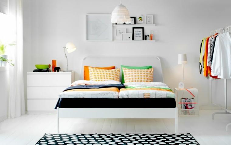 dormitorio ikea cojines varios colores