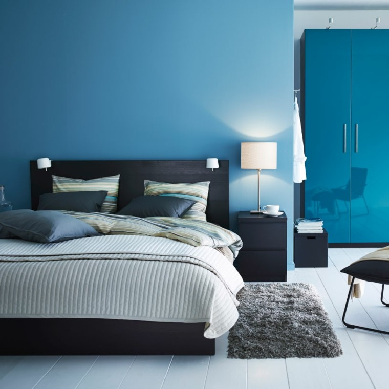 dormitorio pared color azul turquesa