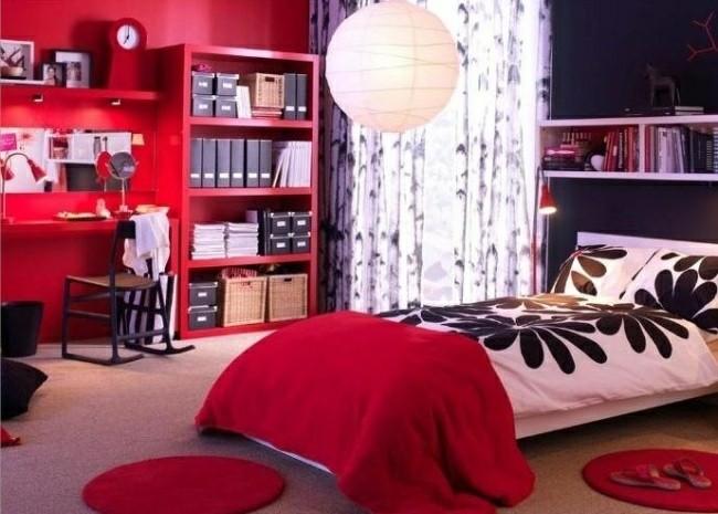 dormitorio pared color rojo intenso