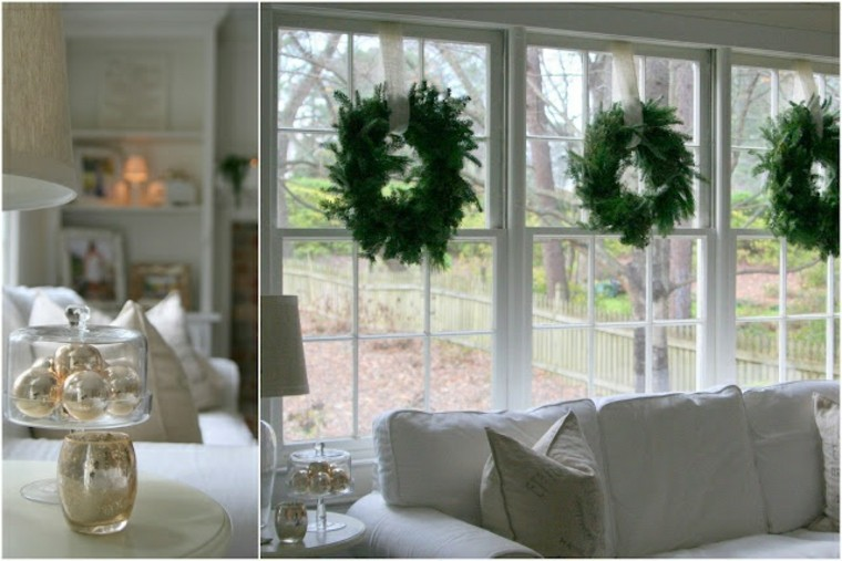 elegante ventana casa sillon blanco coronas