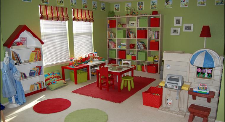 ninos habitacion color verde paredes mesa sillas rojas ideas preciosas