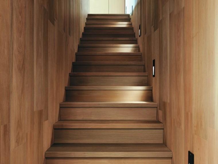 escaleras preciosas losas imitan madera oscuras ideas