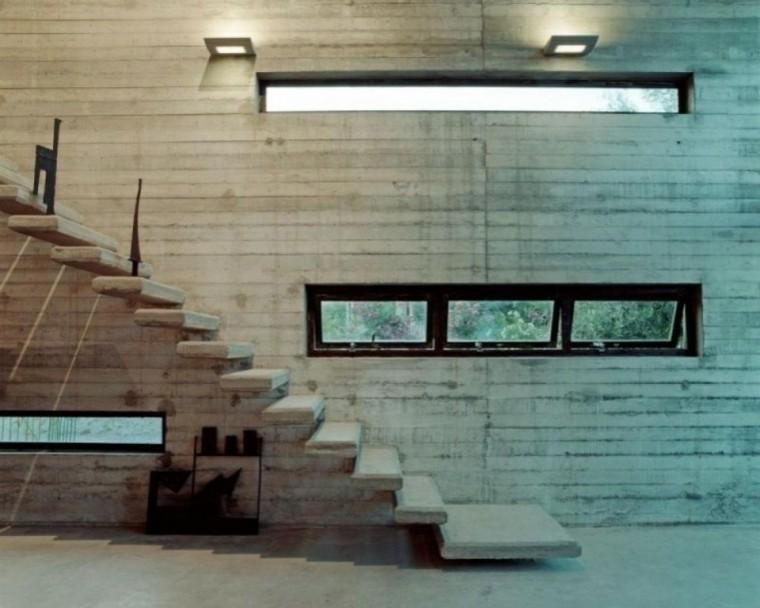 escaleras sotano ventana jardin cemento