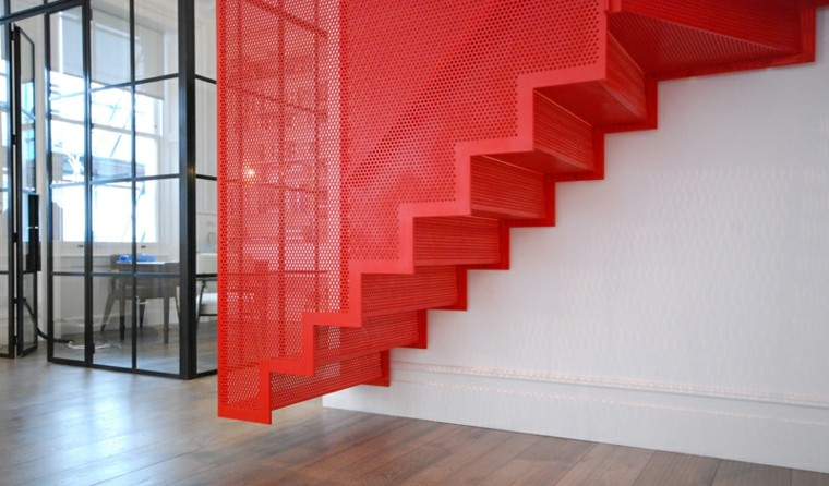 escaleras suspendidas metal color rojo