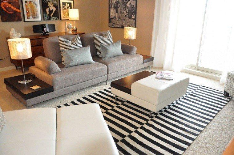 Fotos originales de decoraci n de salones peque os for Sofa gris y blanco