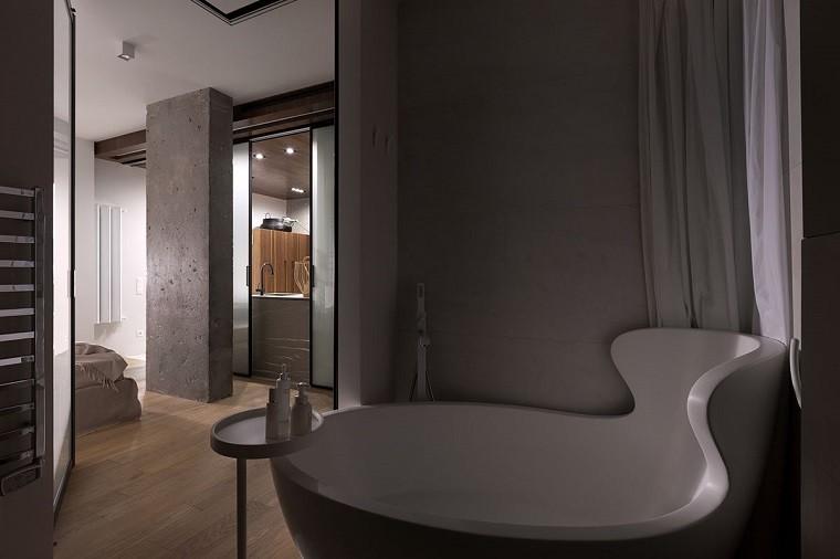 funcionalidad apartamento moderno bano banera mesita ideas
