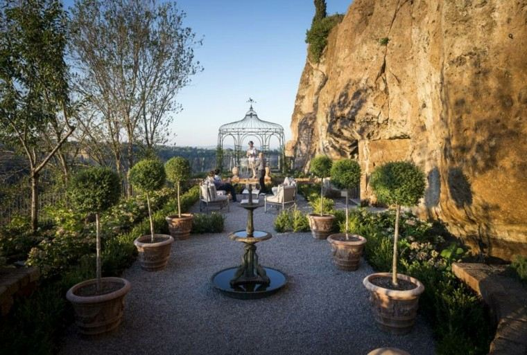 gazebo moderno jardin metalico macetas fuente agua ideas