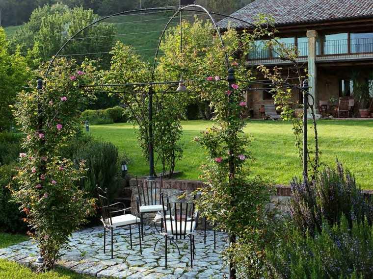 gazebos metal negro jardin plantas trepadoras ideas