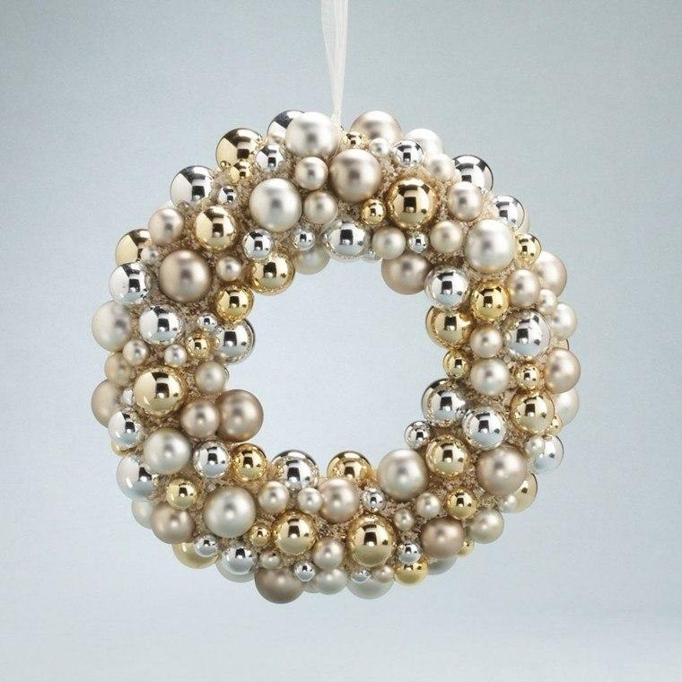 guirnalda navideña bolas blancas doradas