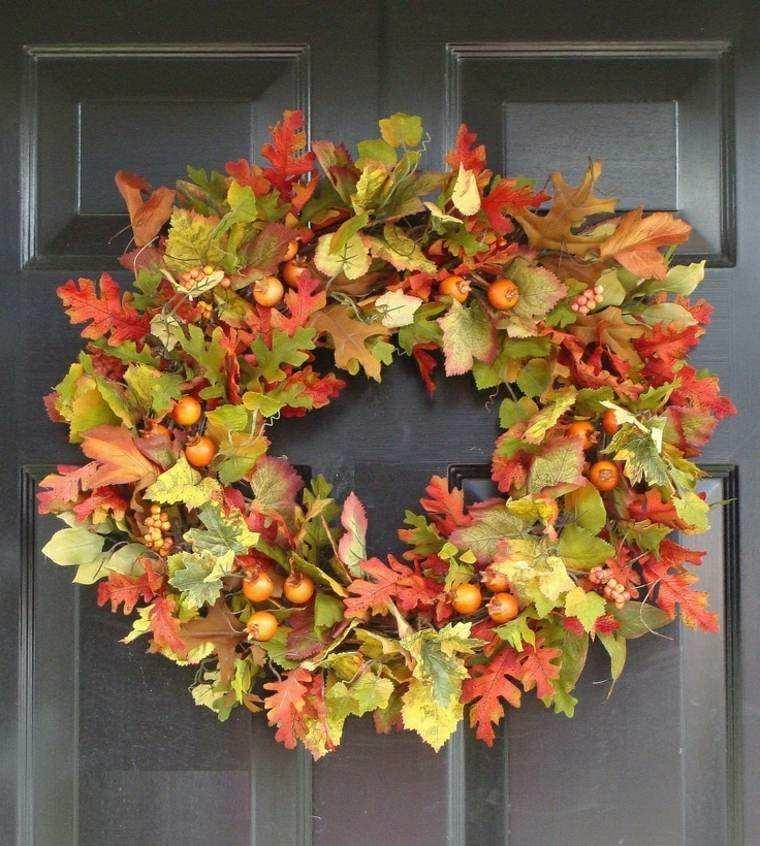 guirnalda hojas rojas verdes puerta