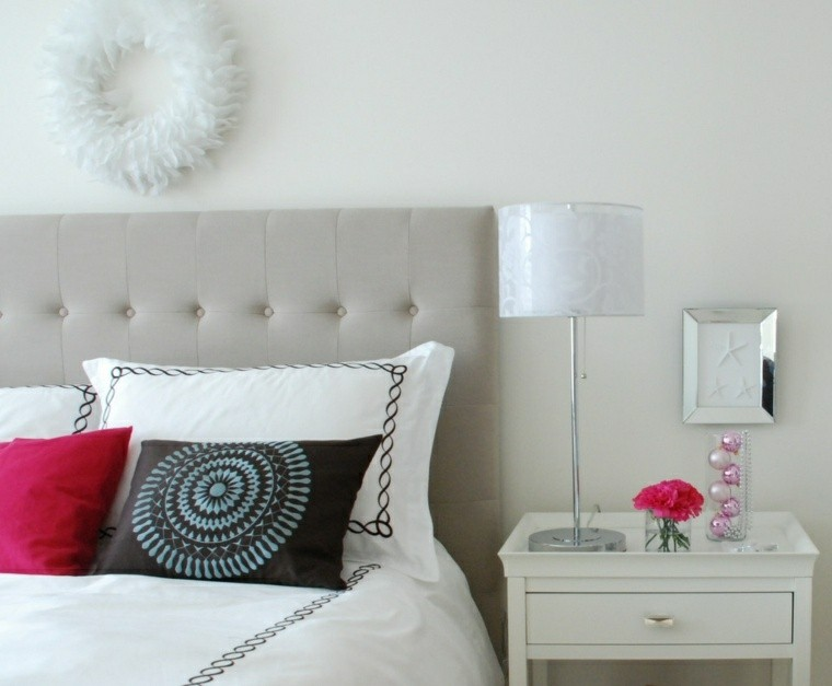 guirnalda plumas blancas cama