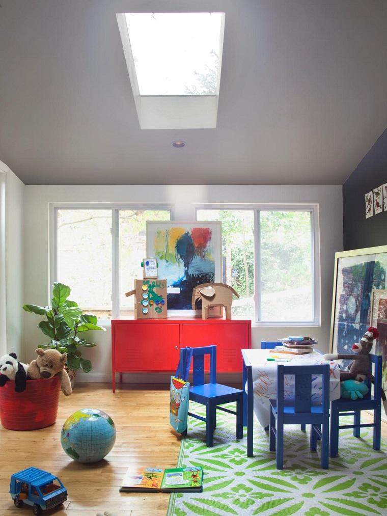 habitacion juegos ninos armario rojo mesa sillas azules ideas