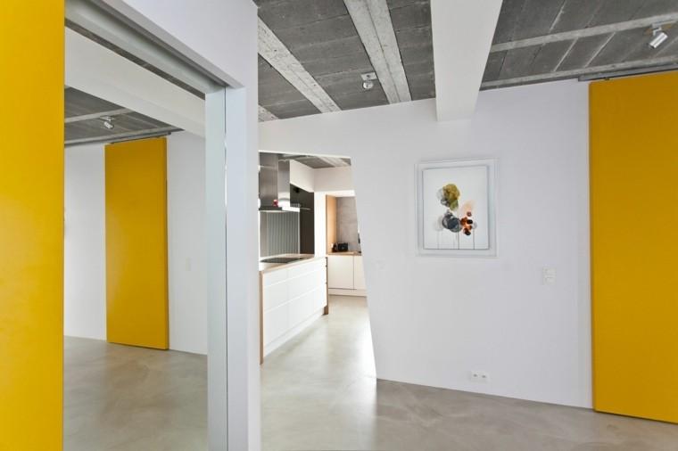diseño interior moderno puertas amarillas