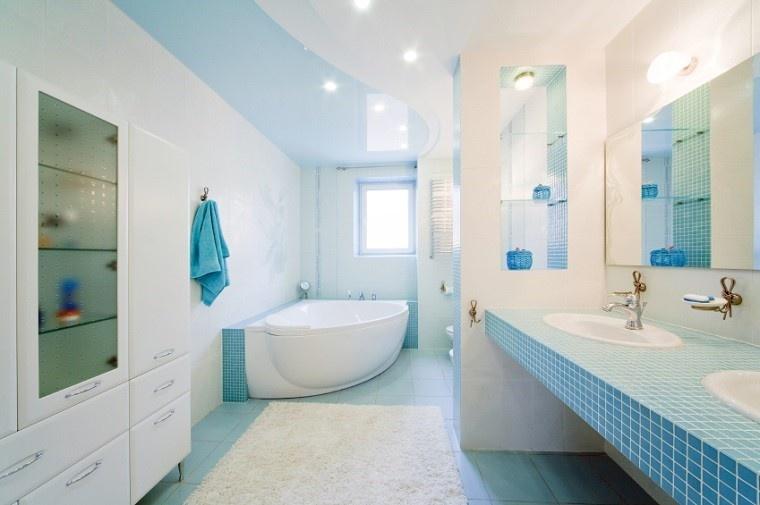 losas azules suelo bano moderno alfombra blanca ideas