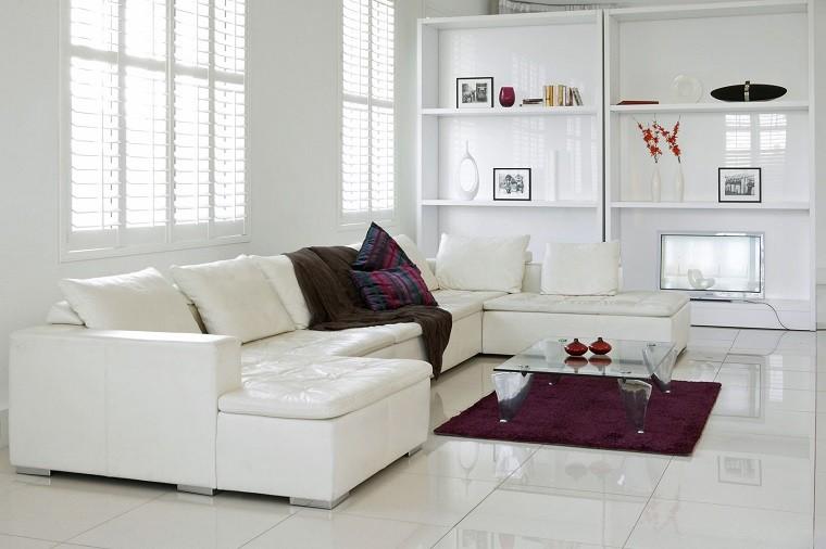 losas blancas sofa blanca alfombra purpura ideas