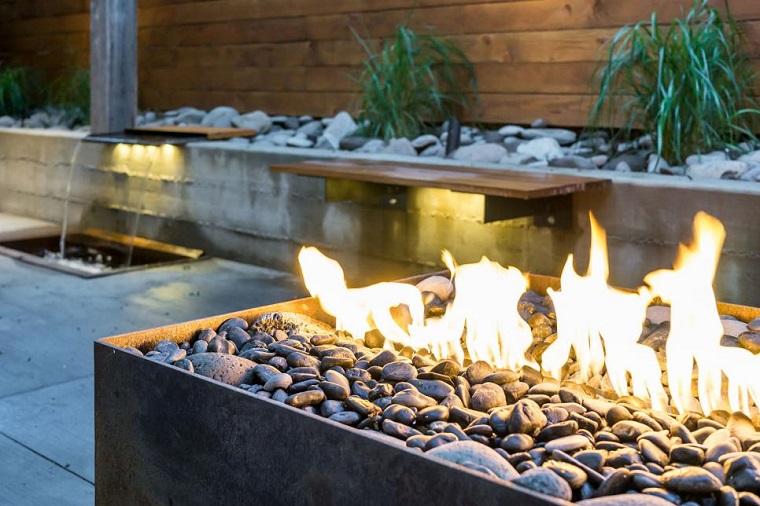 lugar fuego baldos negros banco madera fuente agua jardin ideas