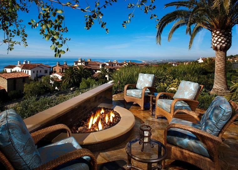 lugar fuego sillones cojines color azul precioso jardin ideas