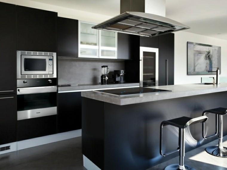 Magia negra en la cocina 50 ideas de muebles en negro for Taburetes isla cocina