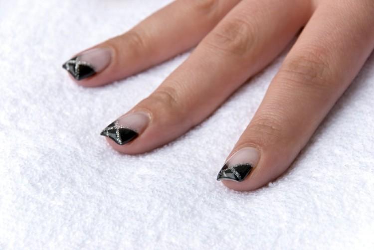 manicura francesa negra plata