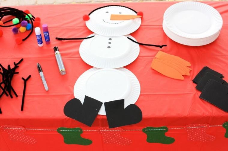mantel rojo blanco muñeco mesa