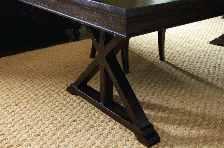 mesa caballete elegante oscura alfombra