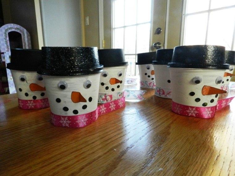 mesa detalles muñeco nieve sombreros