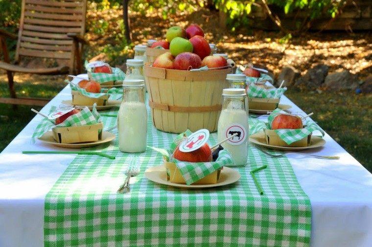 mesa jardin decorada cubo manzanas