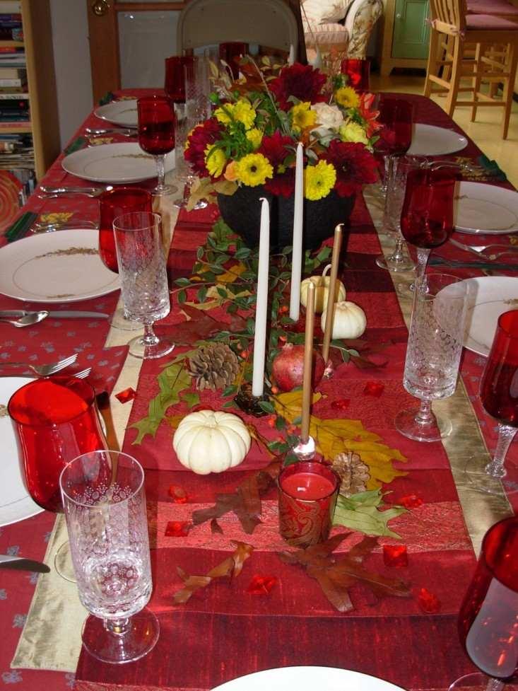 mesa mantel roja deco piñas