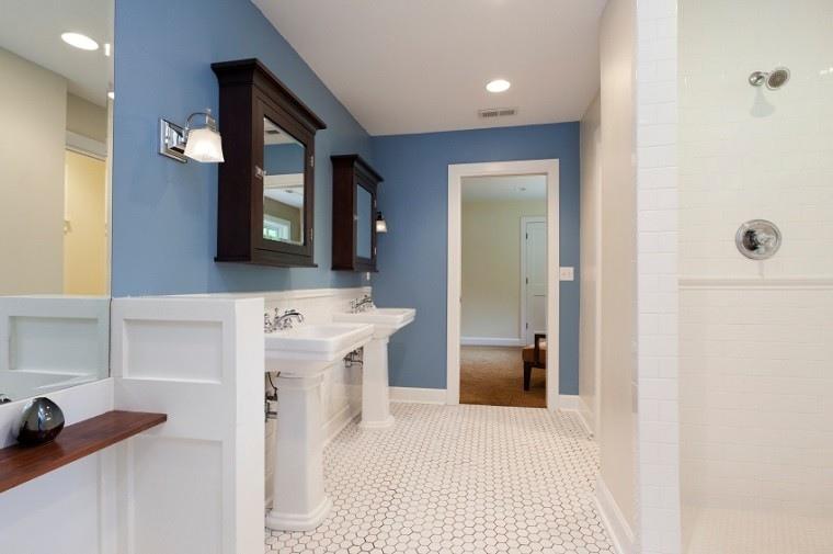 mosaico blanco suelo paredes azul bano ideas