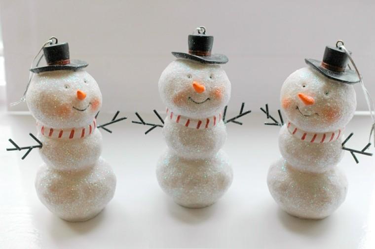 muñecos nieve bolas blancas purpurina