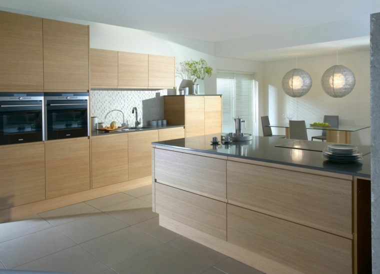 Color blanco y madera de roble para las cocinas modernas for Muebles cocina madera