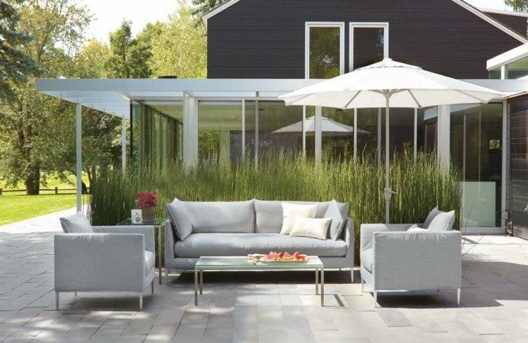 muebles exterior diseño casa sombrillas