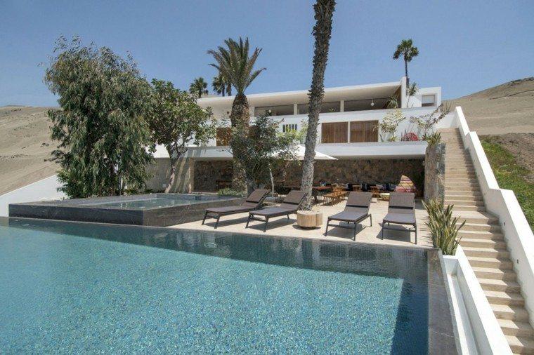 oasis moderno jardin piscina escalera tumbonas ideas