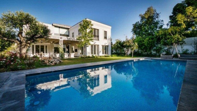 oasis moderno jardin piscina grande cesped ideas