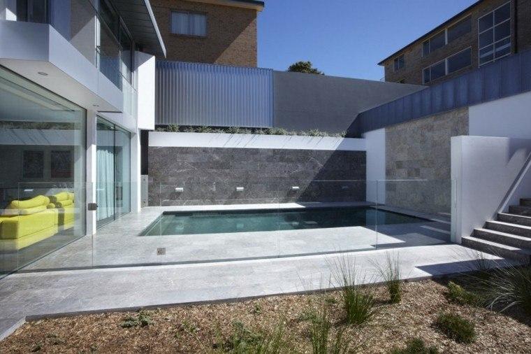 oasis moderno jardin piscina pared cristal minimalista ideas