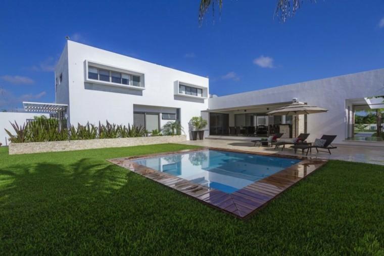 oasis moderno jardin piscina pequena rodeada cesped ideas