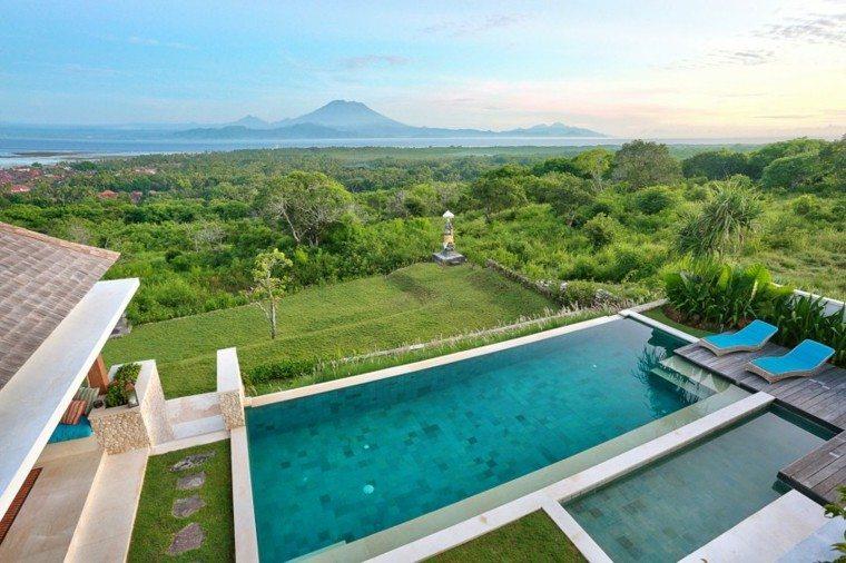 oasis moderno jardin piscina tumbonas azules cesped ideas